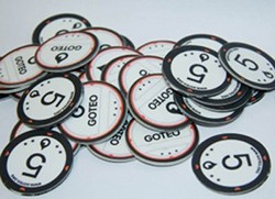 Plastic coins used for simulating offline crowdfunding during the Goteo workshop